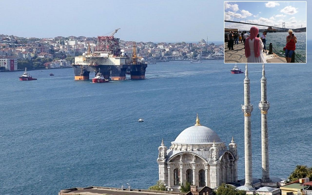 İstanbul boğazından dev petrol arama platformu böyle geçti Herkes telefona sarıldı