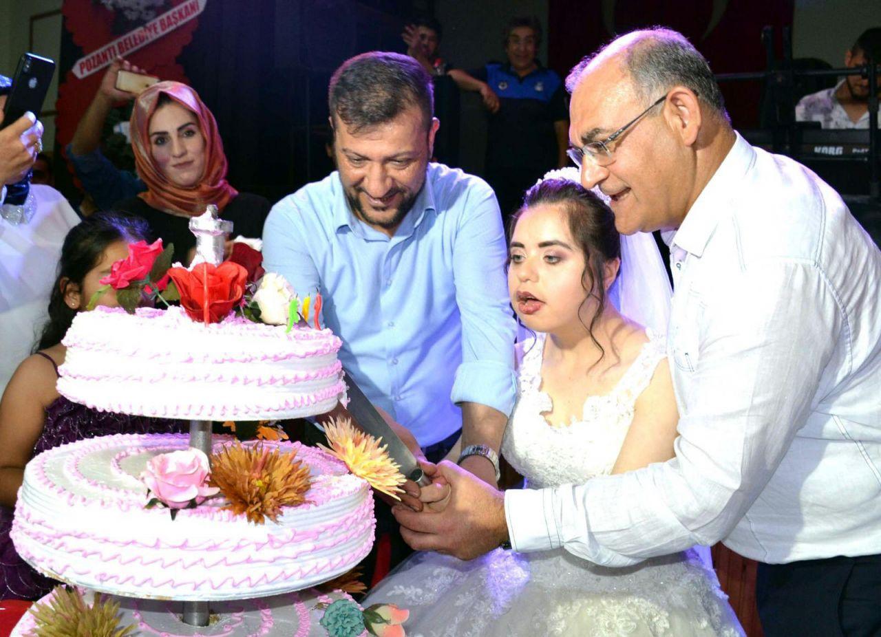 Adana'da down sendromlu Neslihan'ın gelinlik giyme hayali gerçek oldu