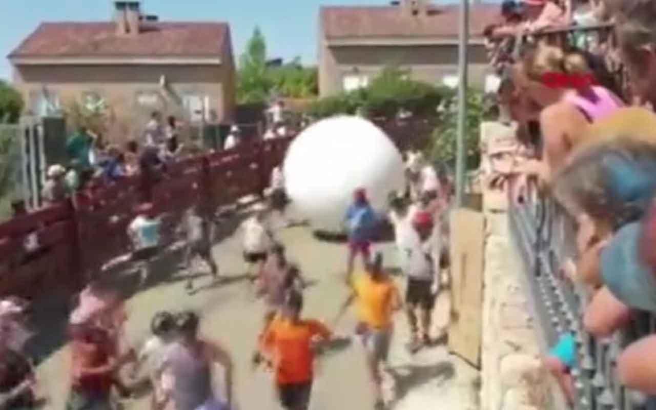 Madrid'de festivalde dev top belediye başkanı böyle savruldu