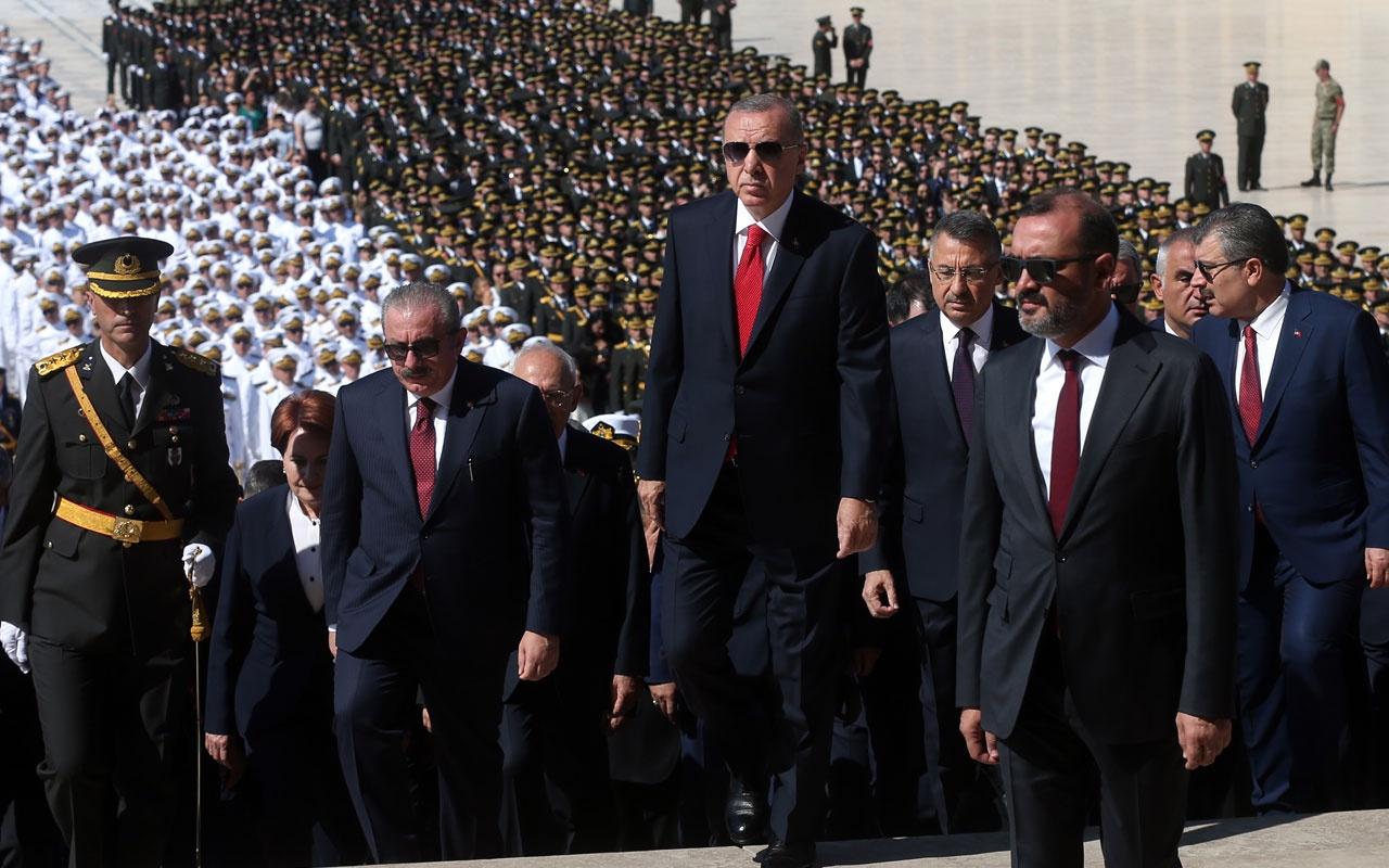 30 Ağustos töreninde dikkat çeken kare! Erdoğan-Kılıçdaroğlu karşılaşması