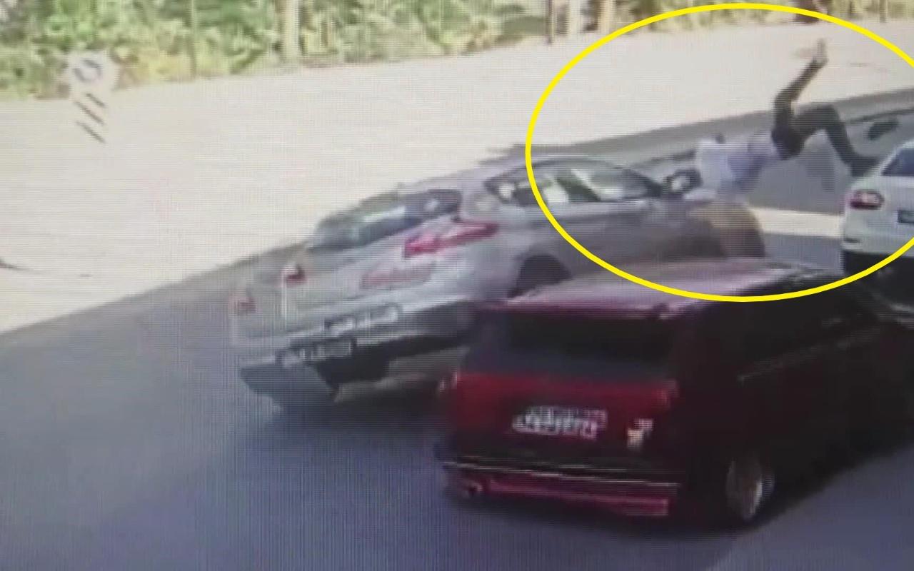 İstanbul Eyüpsultan'da aracına binmeye çalışan kişiye otomobil çarptı