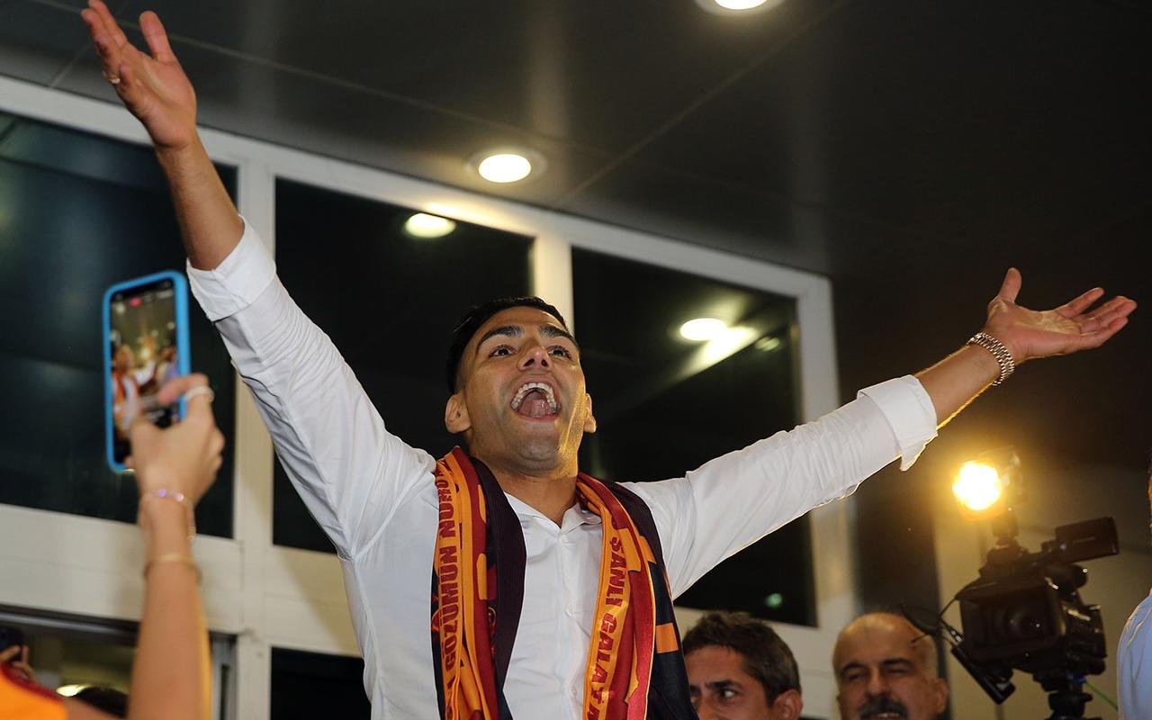 Galatasaray'ın yeni yıldızı Radamel Falcao İstanbul'a geldi