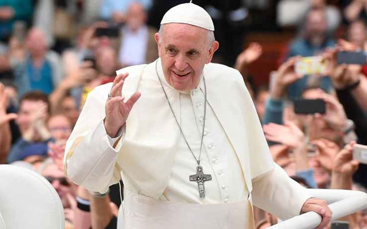 Papa Francis Vatikan'da asansörde mahsur kaldı
