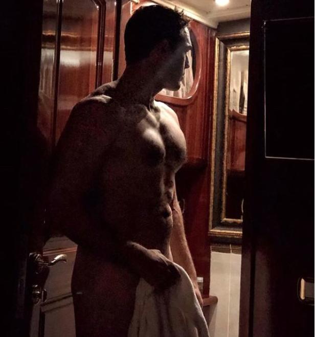 Ünlü model Kelly Brook Türkiye'den sevgisilinin çıplak fotoğrafını paylaştı