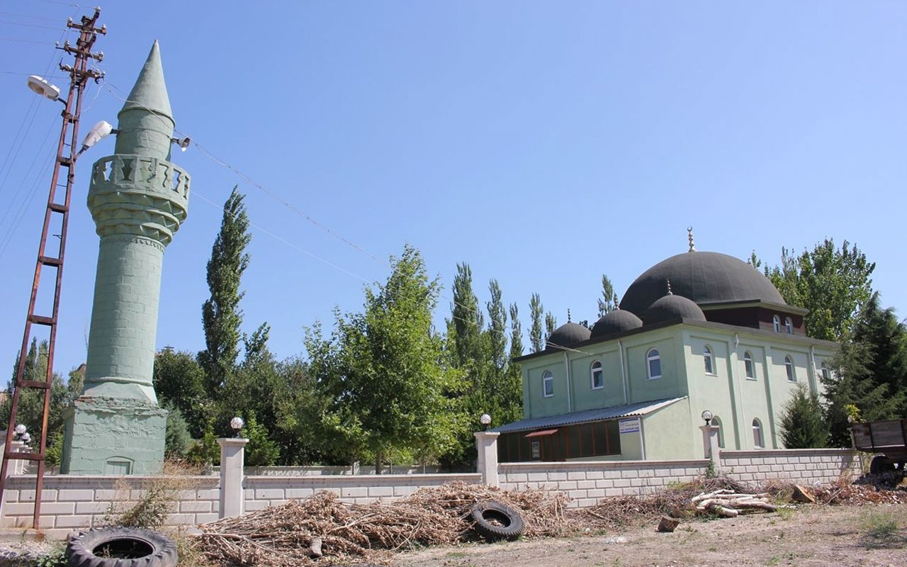 Amasya Suluova'daki cami göreni hayrete düşürüyor minare çok başka bir yerde