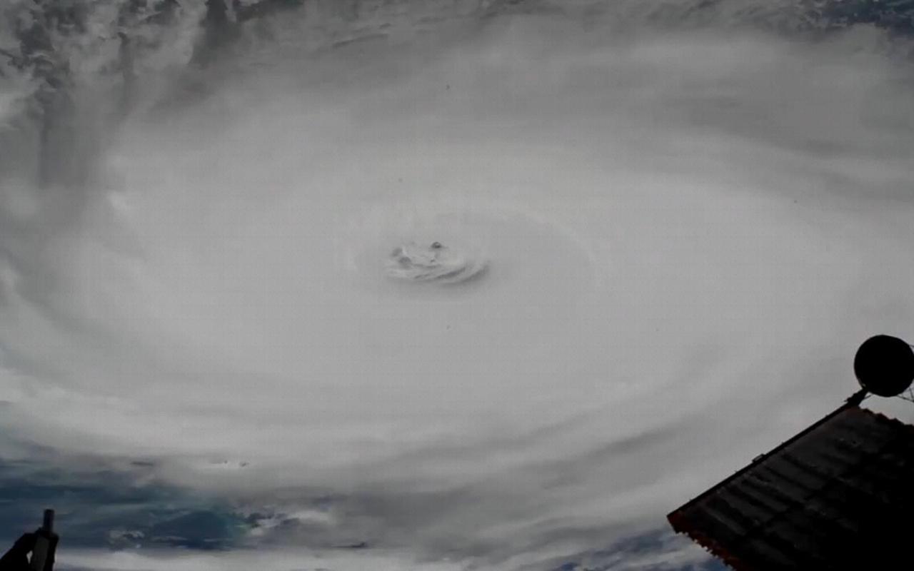 Dorian Kasırgası'nda korkulan oldu