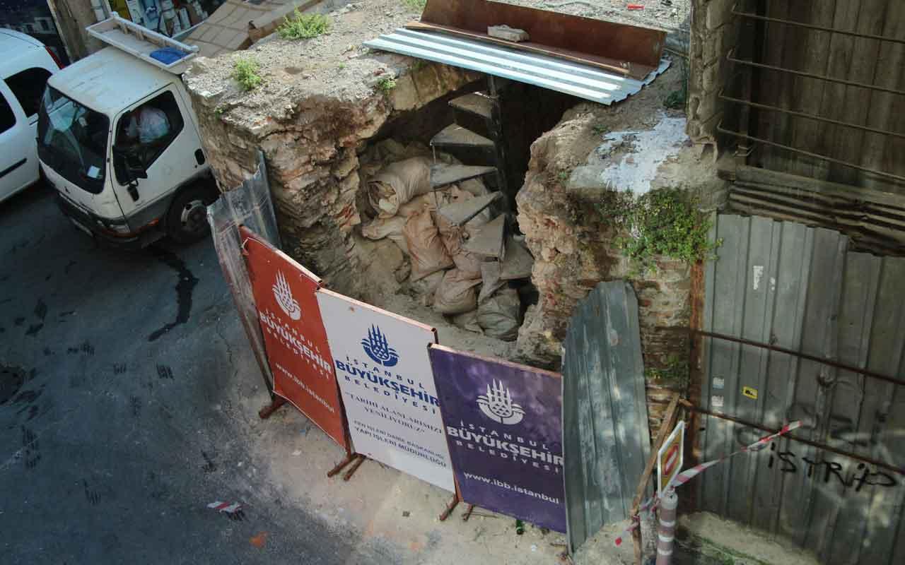 Beyoğlu'ndaki 451 yıllık tarihi çeşmeye restorasyon yıkımı