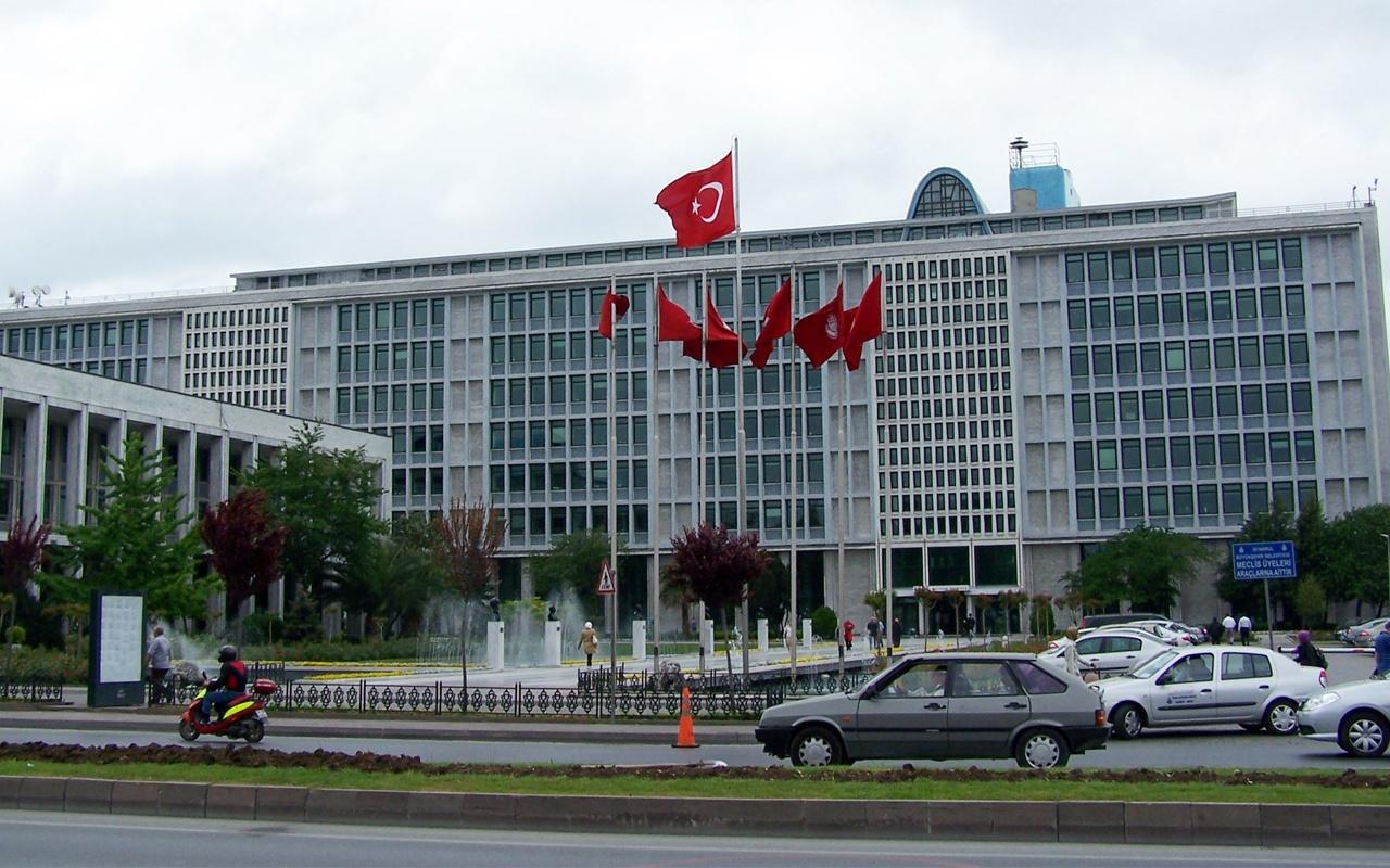 İstanbul Büyükşehir Belediyesi Pir Mehmet Çeşmesi'ni yıkan firmayı kara listeye aldı