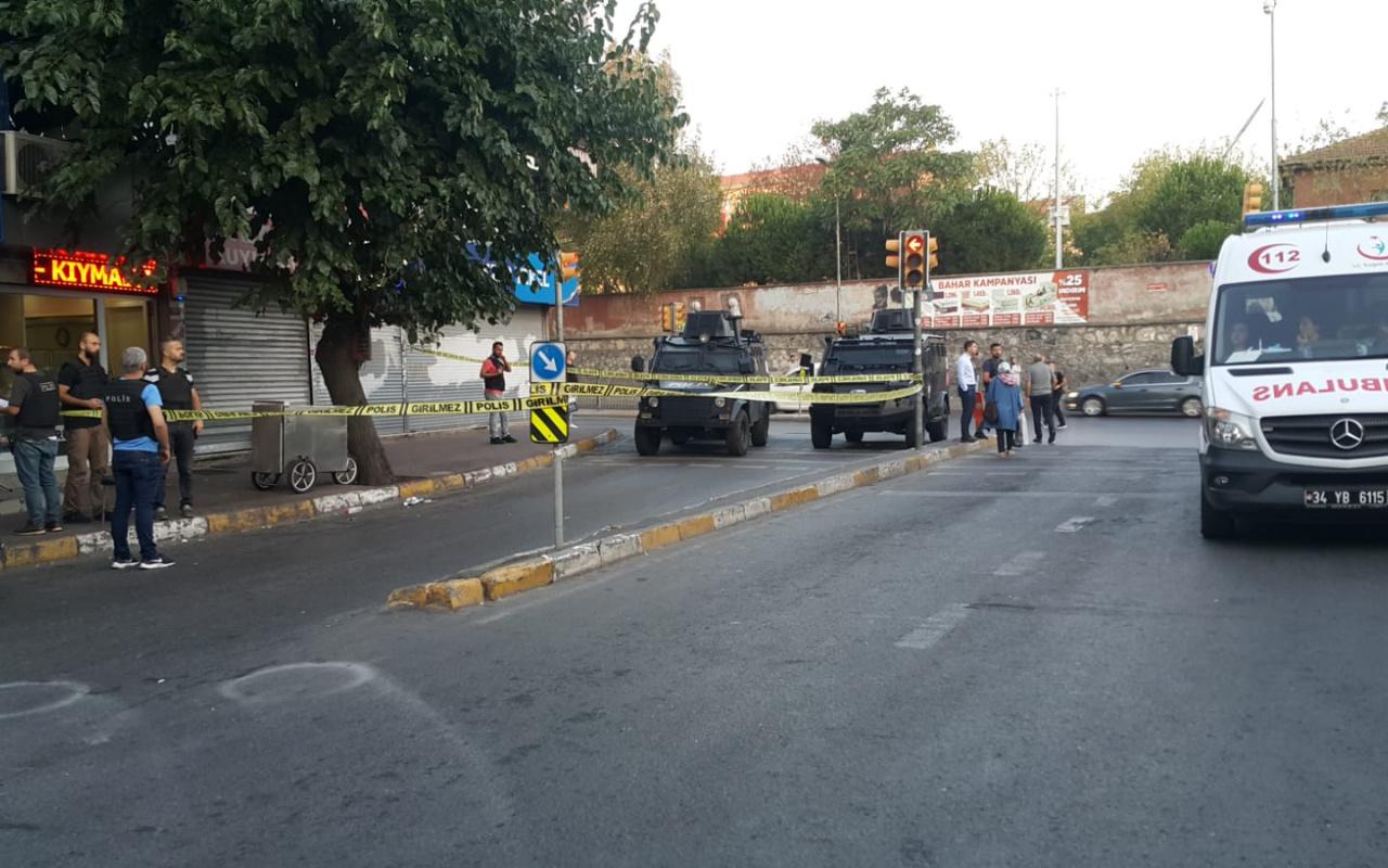 Beyoğlu'nda börekçide 2 kişiye silahlı saldırı