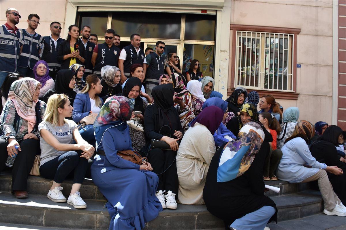 Diyarbakır'da anneler direniyor! Oturma eylemine destek yağıyor