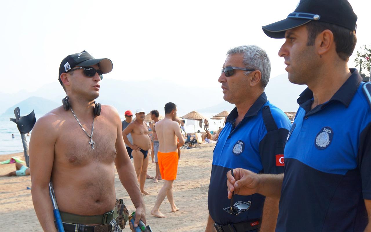 Rus turist tepki çekti plajın ortasında güpegündüz...
