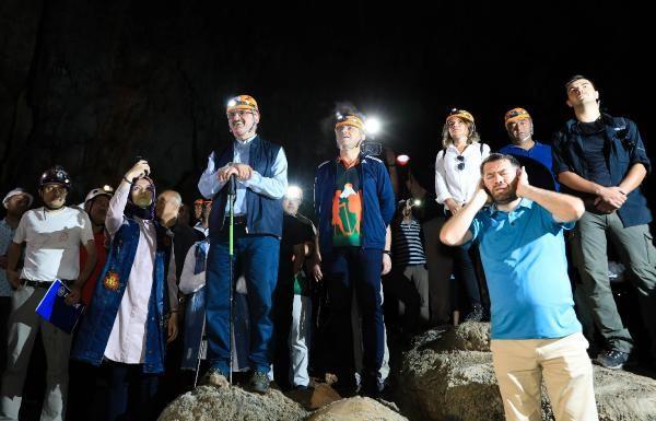 Antalya Valisi cami imamını yanına alıp 30 milyon yıllık mağaraya gitti! Yaptıkları çok konuşulur
