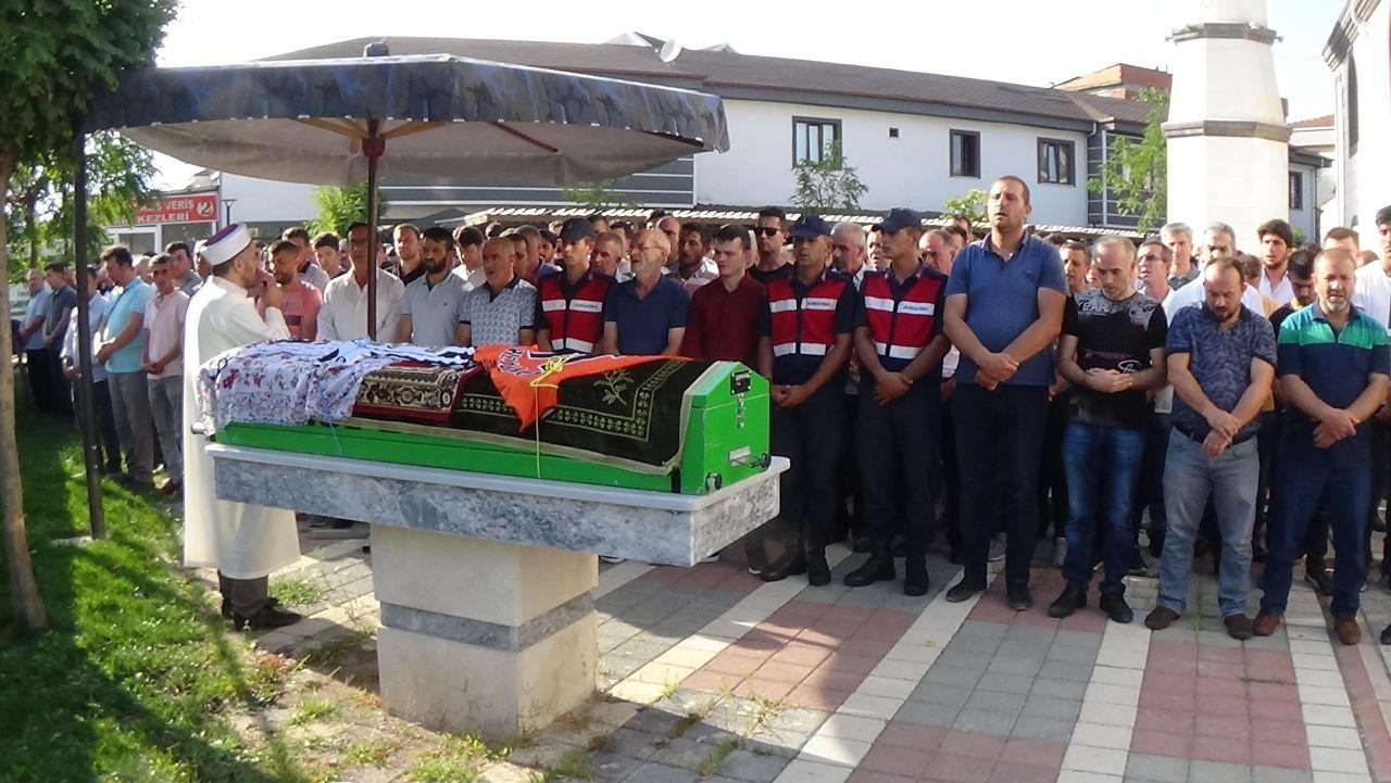 Üniversiteli Burcu gözyaşları arasında Bursa'da toprağa verildi