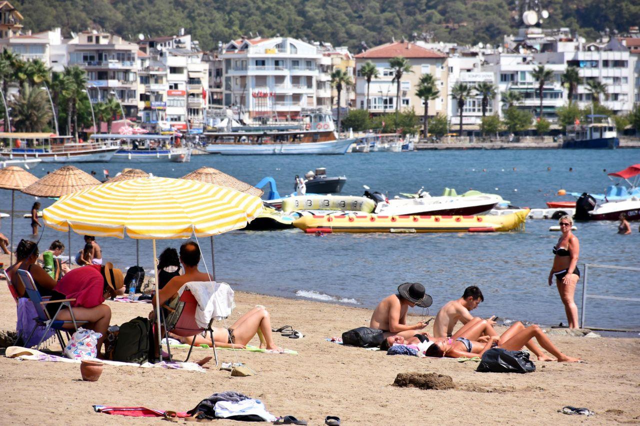 Yerli turistler dönünce Marmaris sahilleri yabancılara kaldı