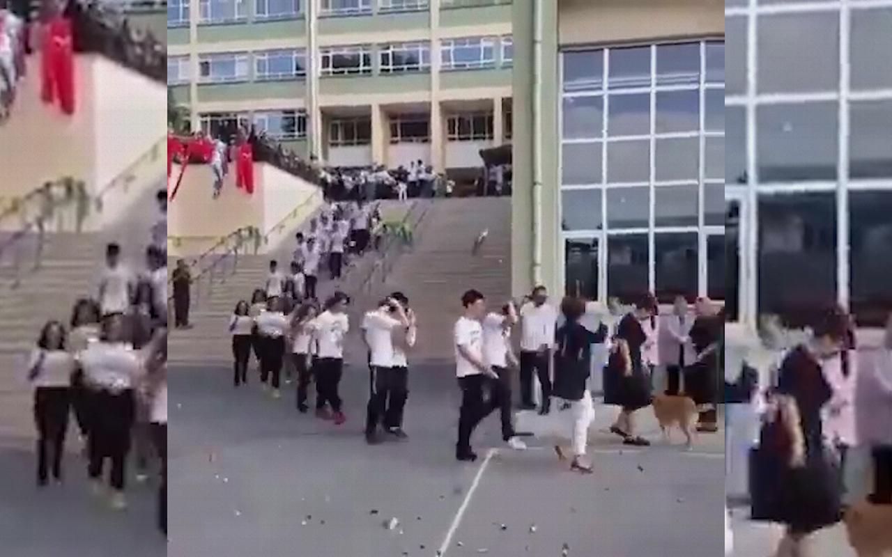 Kadıköy Anadolu Lisesinde yeni öğrenciler simit atılarak karşılandı