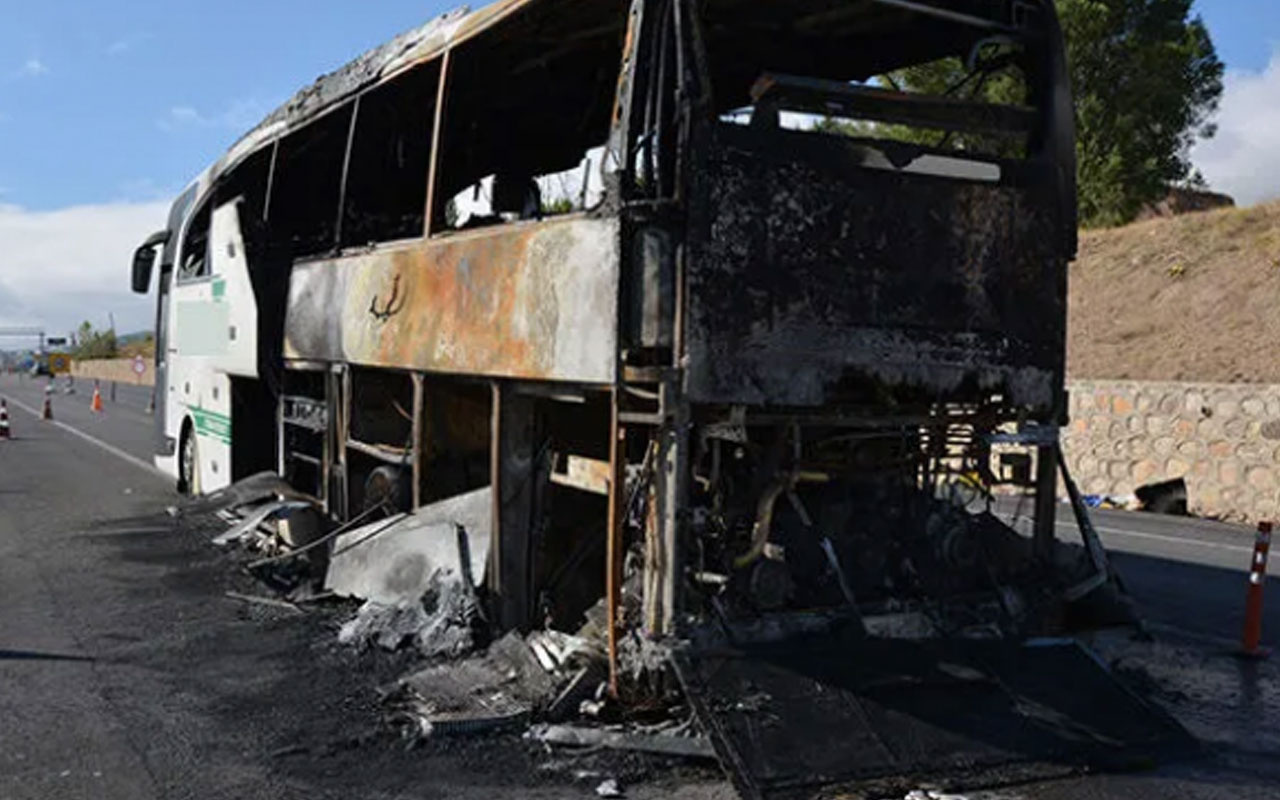 Sivas'ta yolcu otobüsü seyir halindeyken alev alev yandı