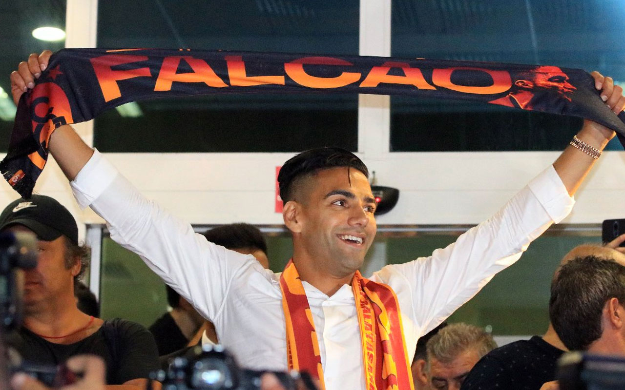 Radamel Falcao topa vurmadan voleyi vurdu darphane gibi para basıyor