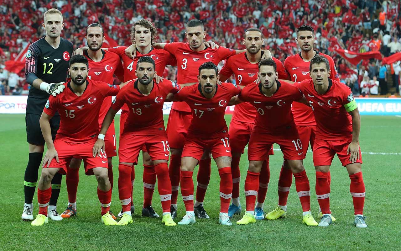 Kırmızı Çizgi Fitbol ekibi Milli Takım'ı beğenmedi Hakan Çalhanoğlu'nu topa tuttu