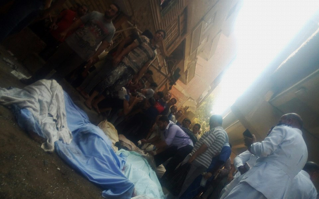 Mısır'da yolcu otobüsü köprüden düştü 10 ölü