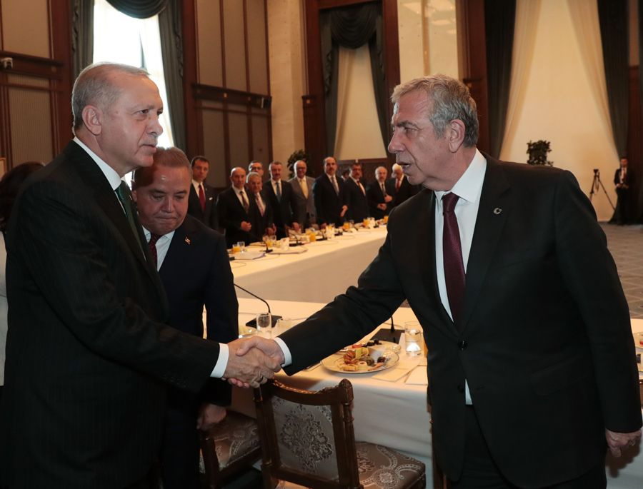 Erdoğan ile CHP'li başkanların tokalaşma anı! Ekrem İmamoğlu ile Tunç Soyer'e dikkat