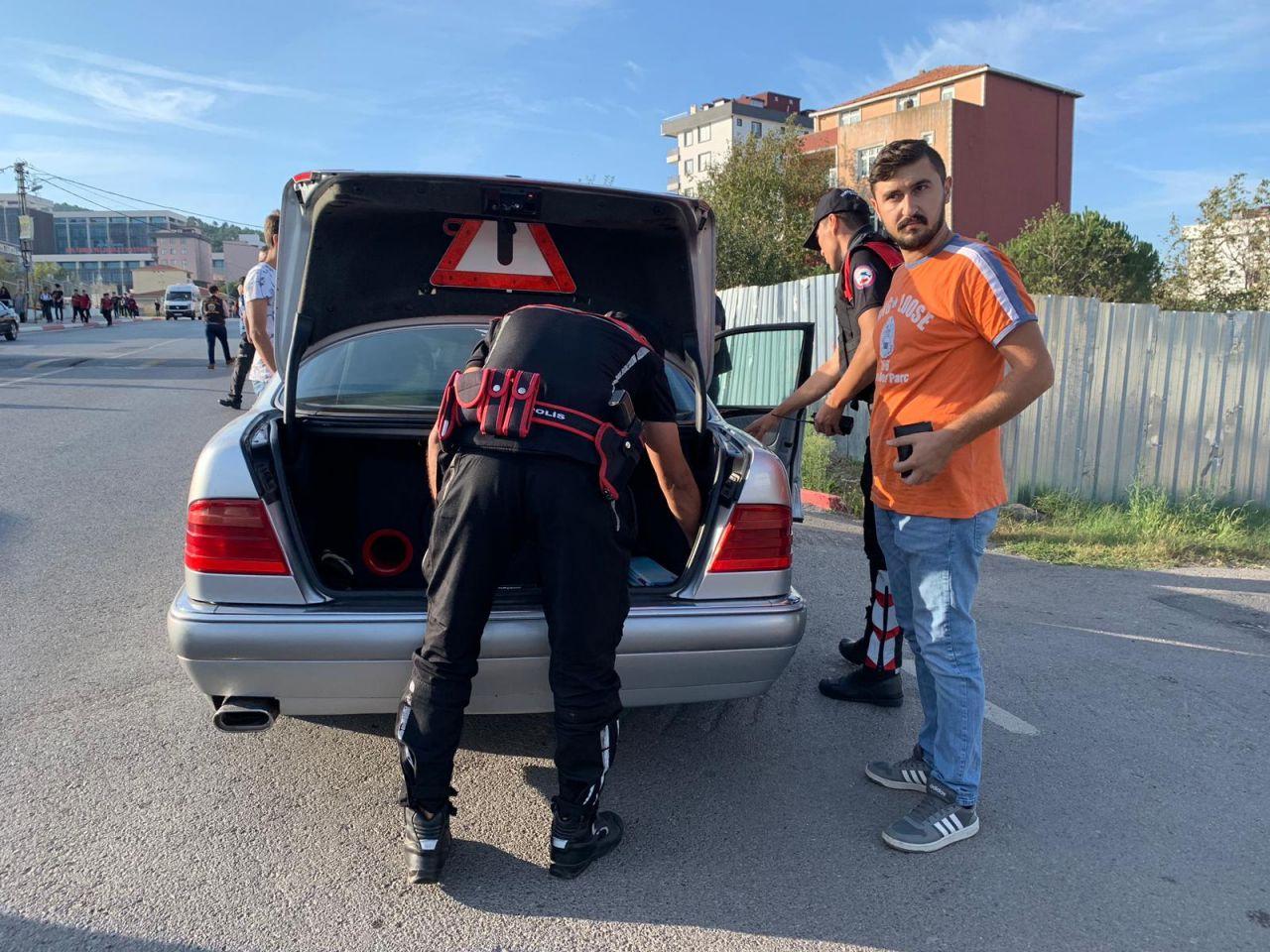İstanbul polis okul çevrelerinde denetimlere devam ediyor...