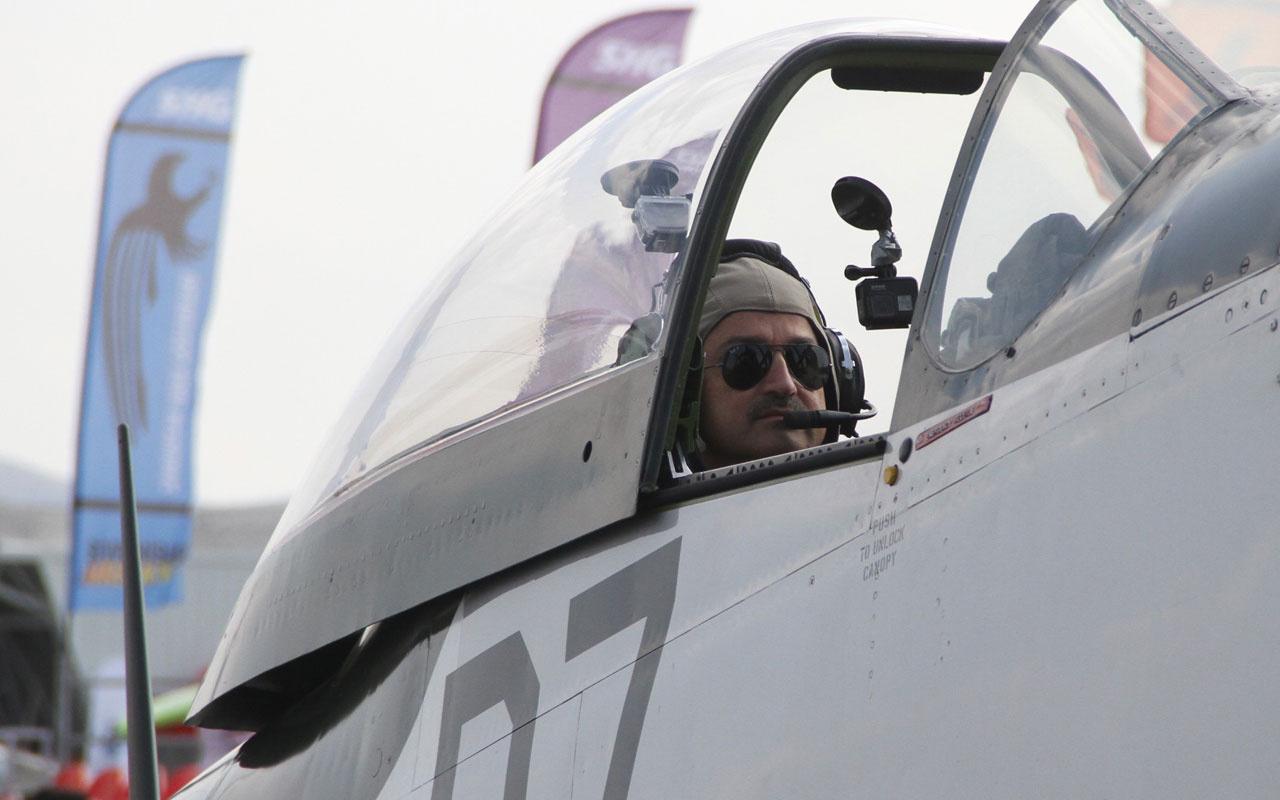 Bakan Bekir Pakdemirli gösteri uçağıyla uçuş yaptı
