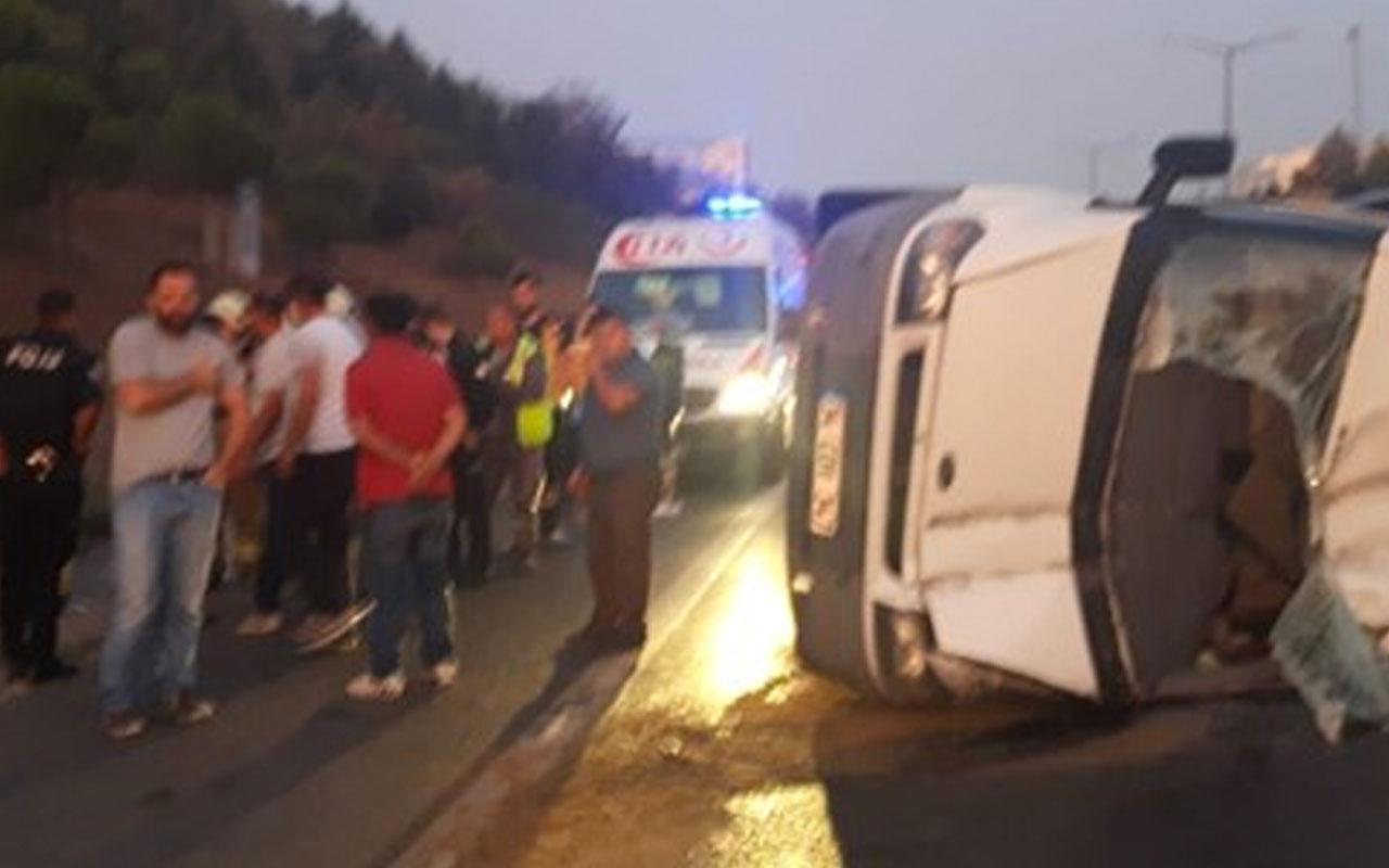 TEM Otoyolu'nda servis minibüsü devrildi: 5 yaralı