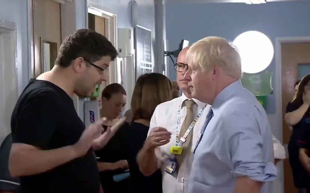 Boris Johnson'a hastanede fırça