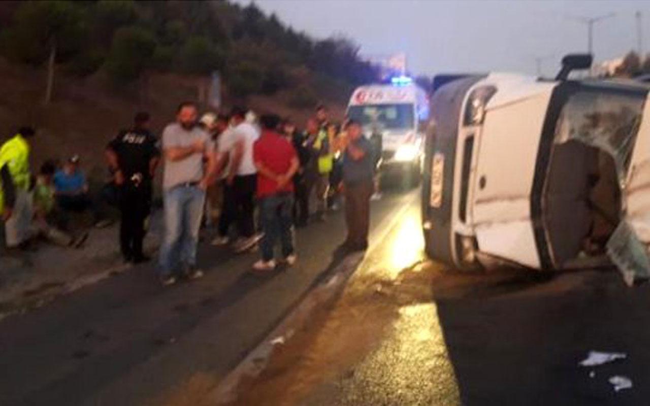 TEM'de servis minibüsü devrildi: 5 yaralı