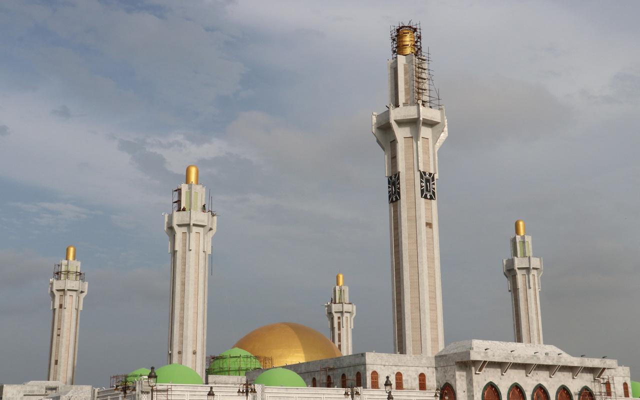 Senegal'de cami açıldı! Kubbesi Kubbet-üs Sahra'yı mimarisi Mescid-i Nebevi'yi andırıyor