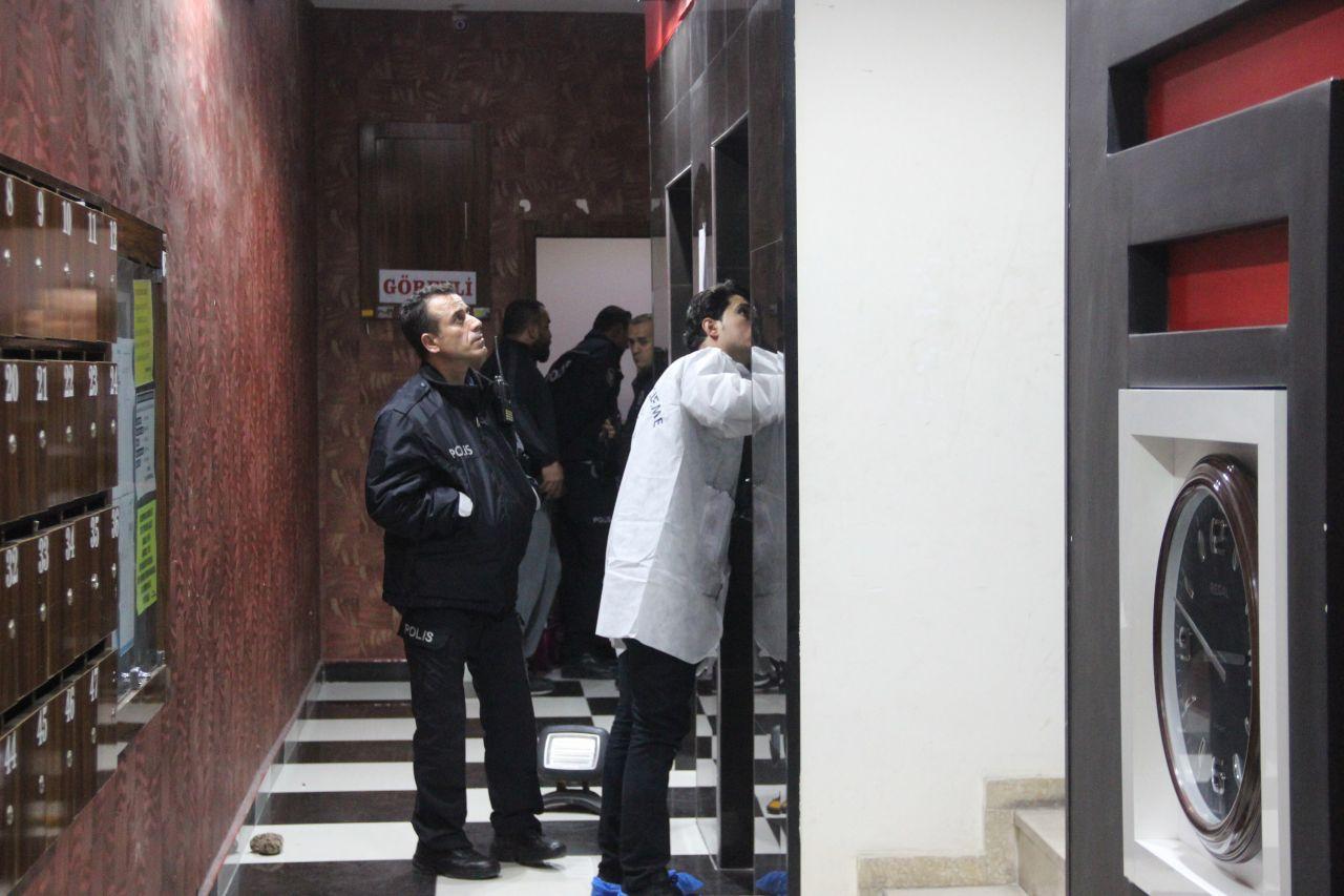 Üniversiteli Tuğçe için korkunç an asansör kapısı tam o anda açılınca