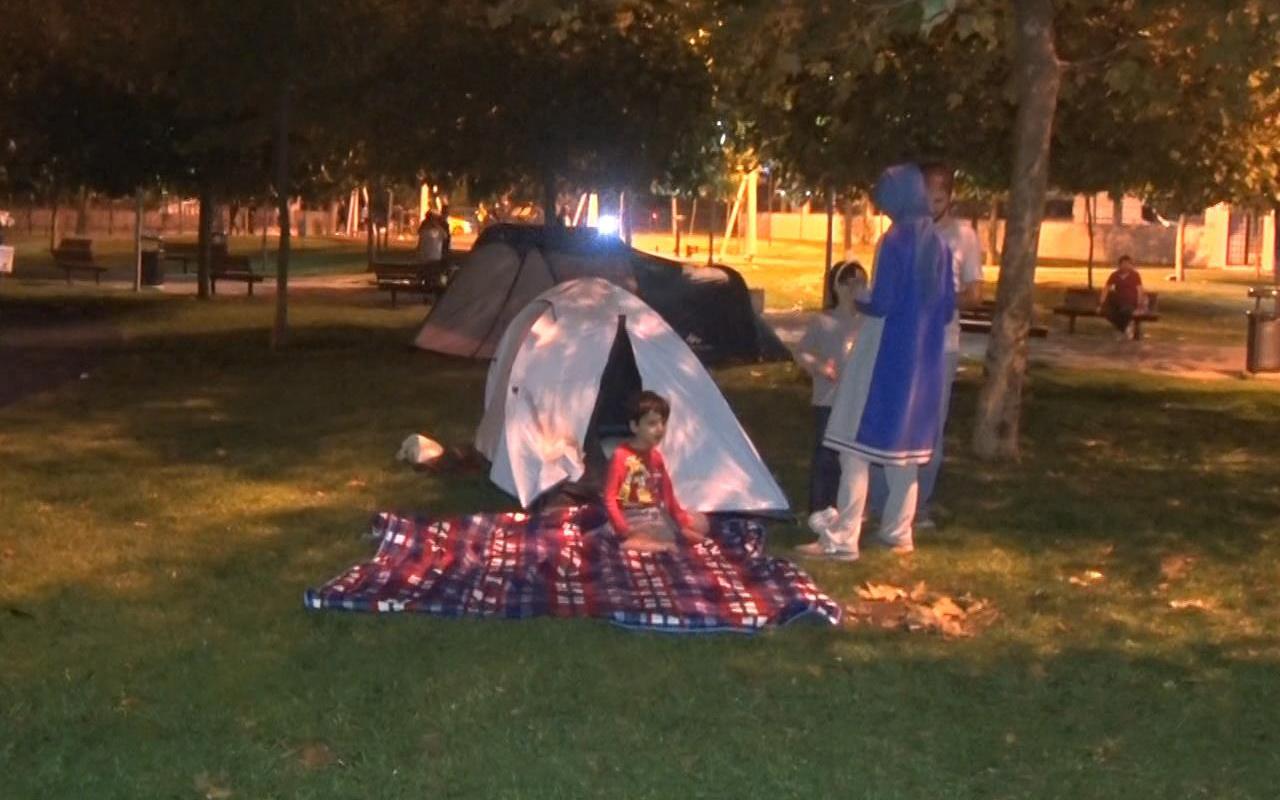 İstanbul depremi sonrası tedirginlik sürüyor! Parklarda bekleyiş devam ediyor