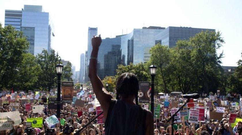 16 yaşındaki çevreci aktivist 500 bin kişilik miting yaptı BM'deki sözleri olay olmuştu