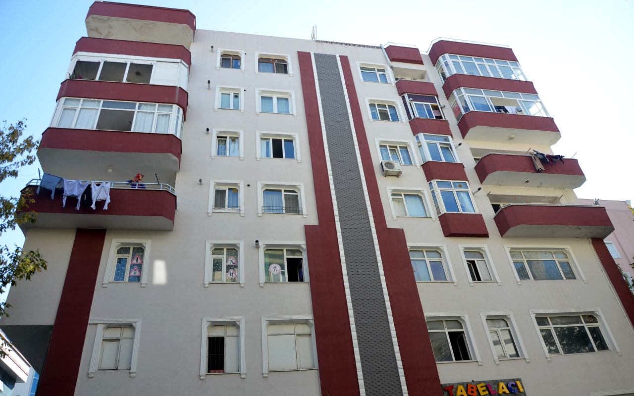 Avcılar'da 3 bloktan oluşan 30 daireli bina mühürlendi