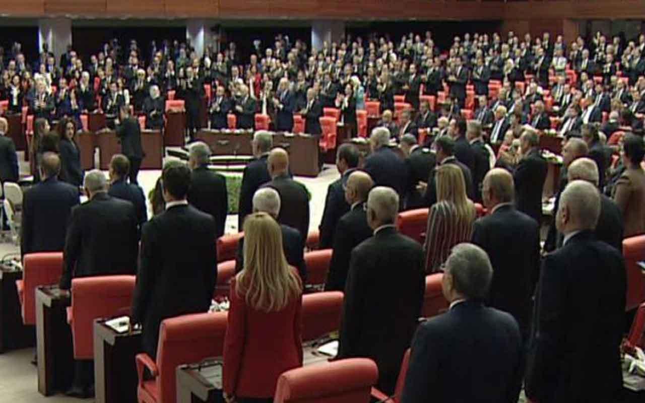 CHP'liler Cumhurbaşkanı TBMM Genel Kurulu'na geldiğinde ayağa kalkmadı