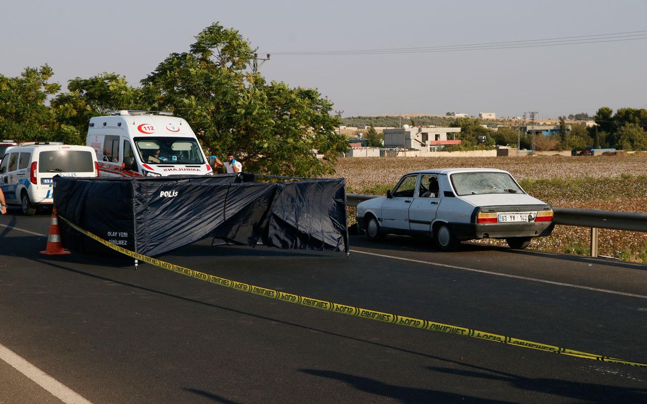 Şanlıurfa'da bir otomobile düzenlenen silahlı saldırıda 3 kişi hayatını kaybetti.