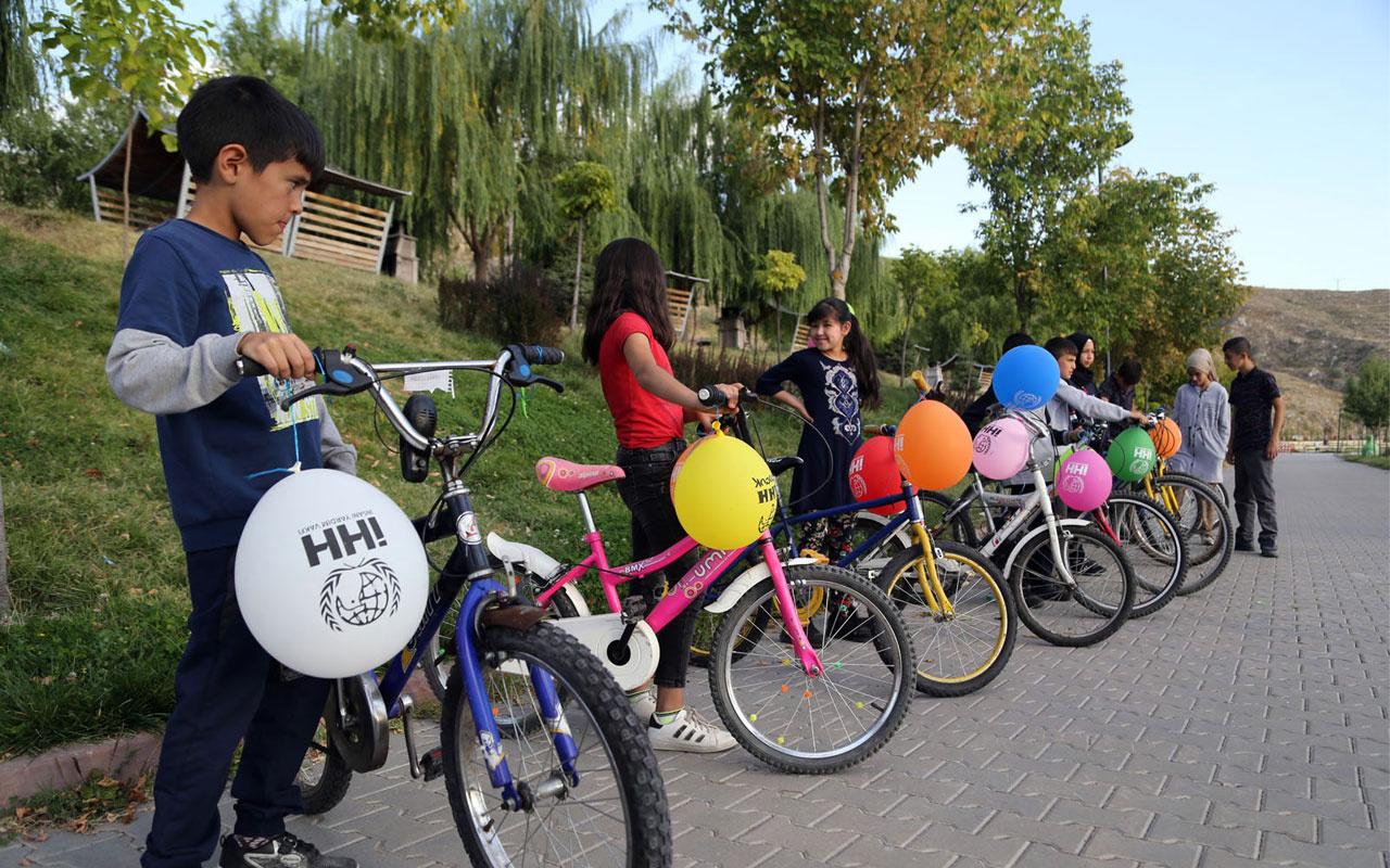 Yetimler için bisikletlerini çürütmediler İHH çocukları böyle sevindirdi