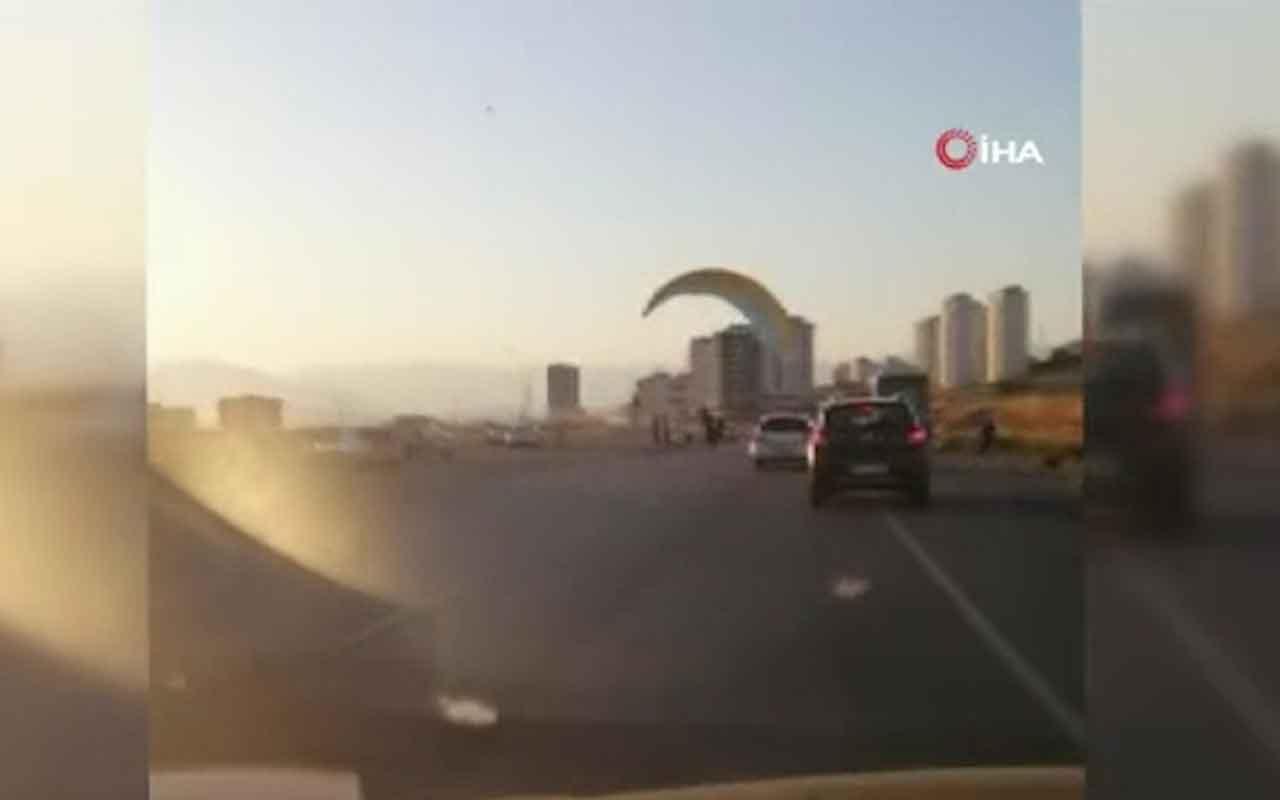 Kahramanmaraş'ta paraşütçü karayoluna böyle indi