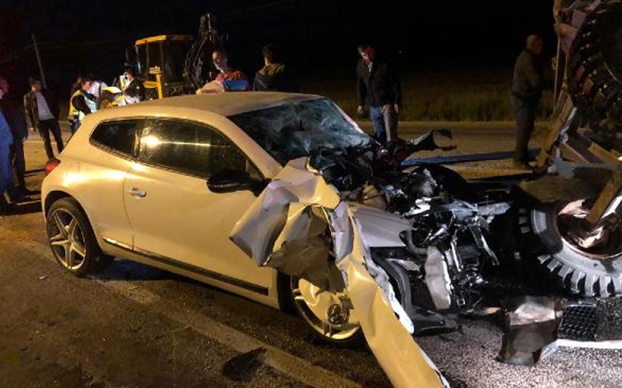 Çankırı'da otomobille traktör çarpıştı! Ölüler var