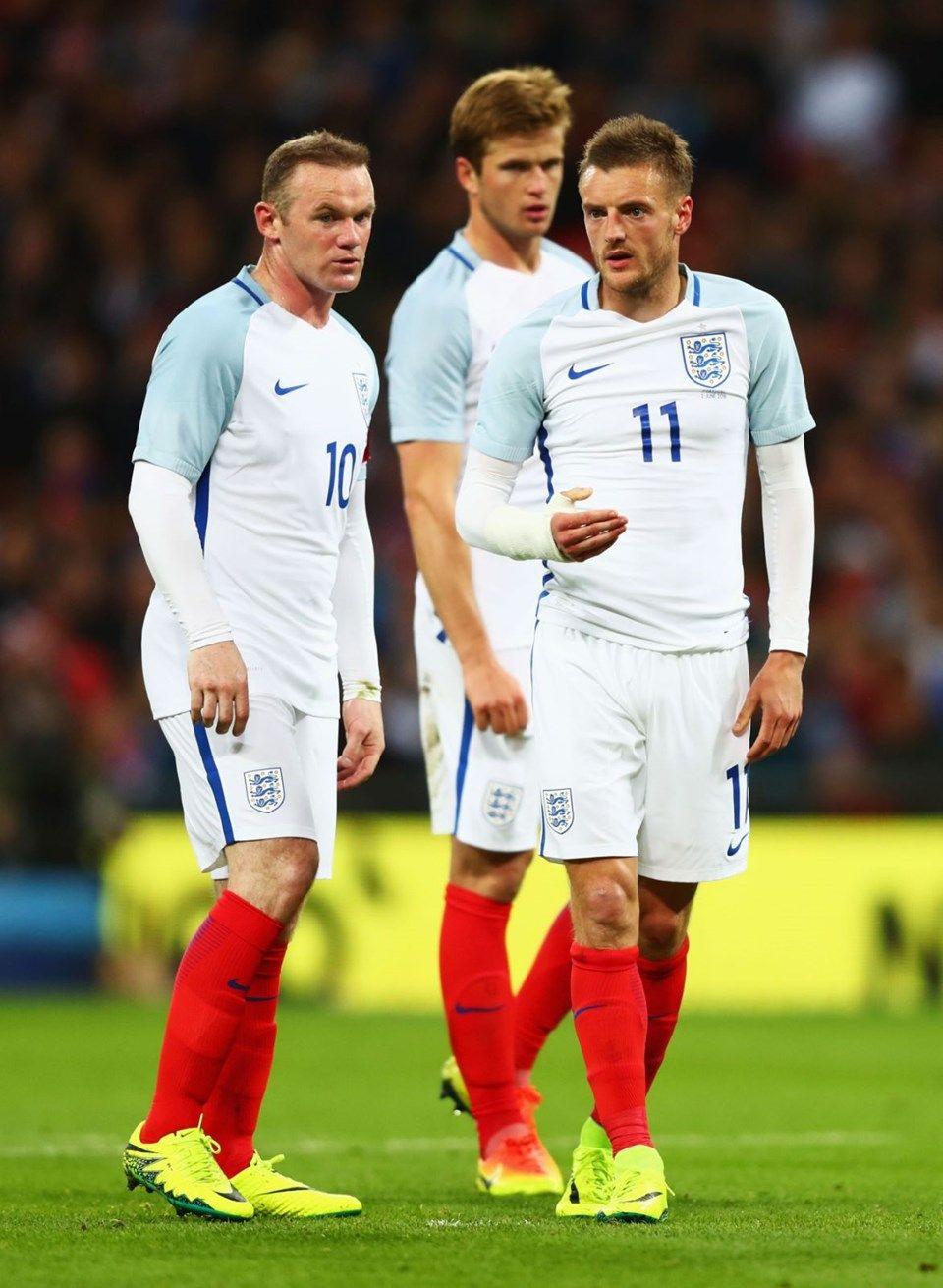 Rooney ve Jamie Vardy'nin eşleri fena kapıştı! Öyküleri basına sızdırmış