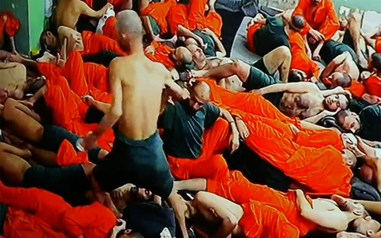BBC IŞİD'lilerin tutulduğu cezaevlerine girdi