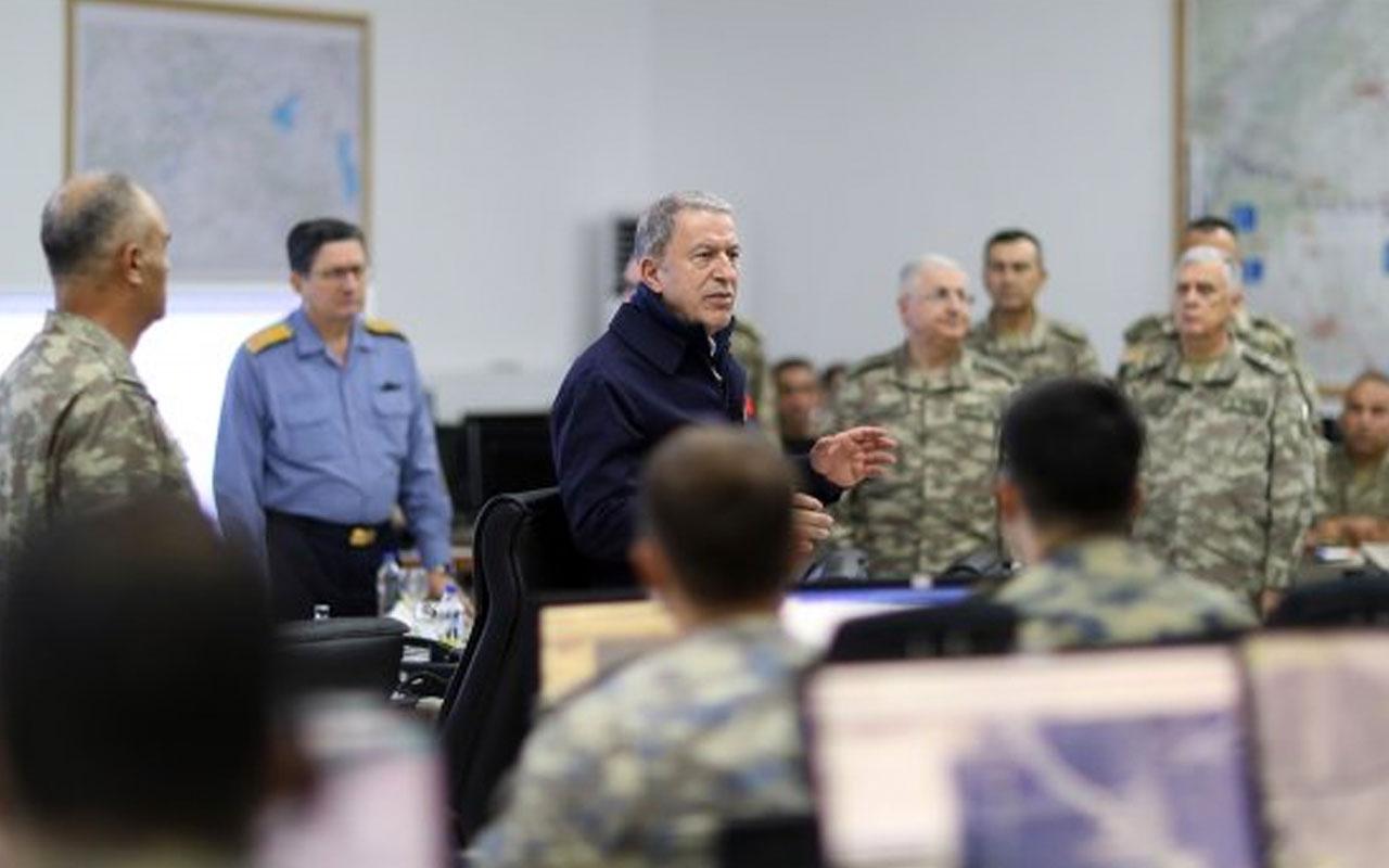 Bakan Akar ve komutanlar Suriye sınırında! Harekattaki son durumu incelediler