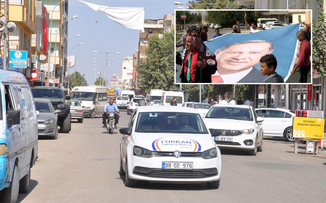 Akçakale'de hayat normale döndü sokaklarda Erdoğan posteri açıldı