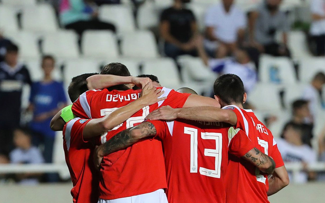 Polonya ve Rusya EURO 2020'yi garantiledi