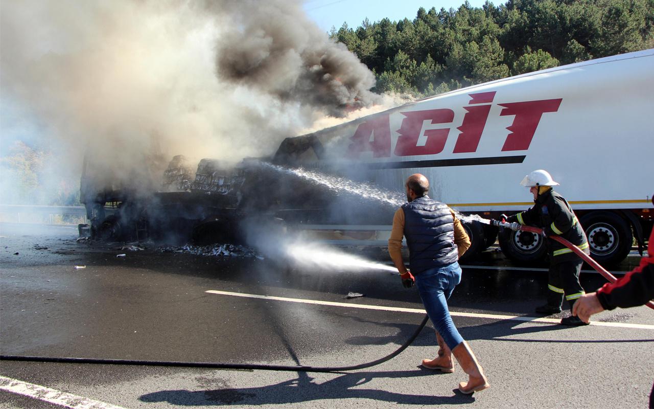 TEM'de TIR yandı! Trafik felç oldu