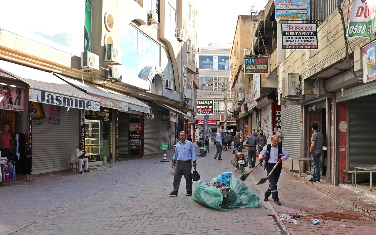 Nusaybin'de esnaf dükkanlarını açtı