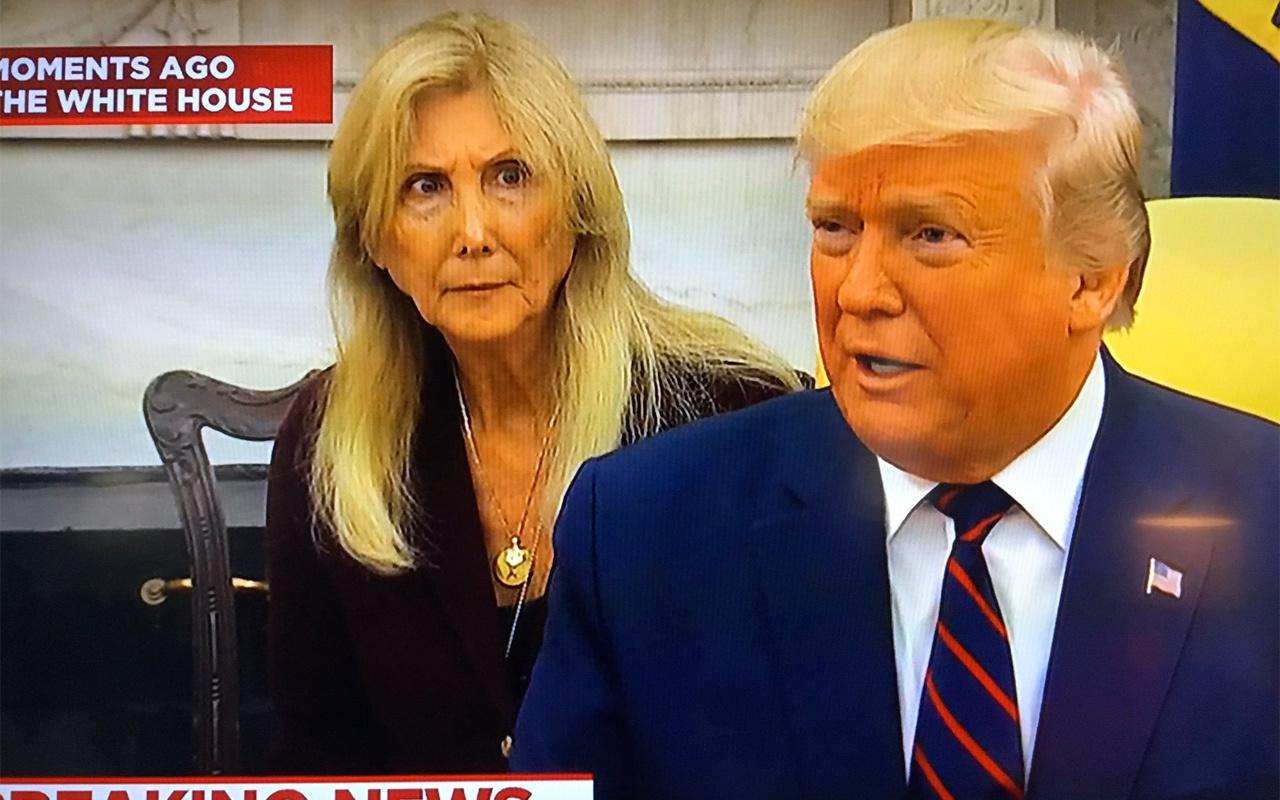 Donald Trump'ın sözlerini duyan tercüman şekilden şekile girdi