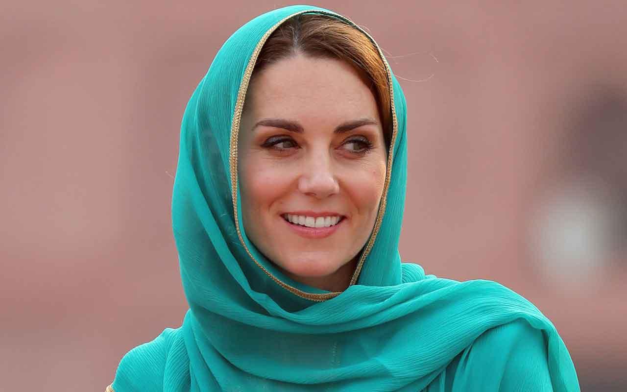 Kraliyet gelini Kate Middleton başörtü taktı Kur'an dinledi
