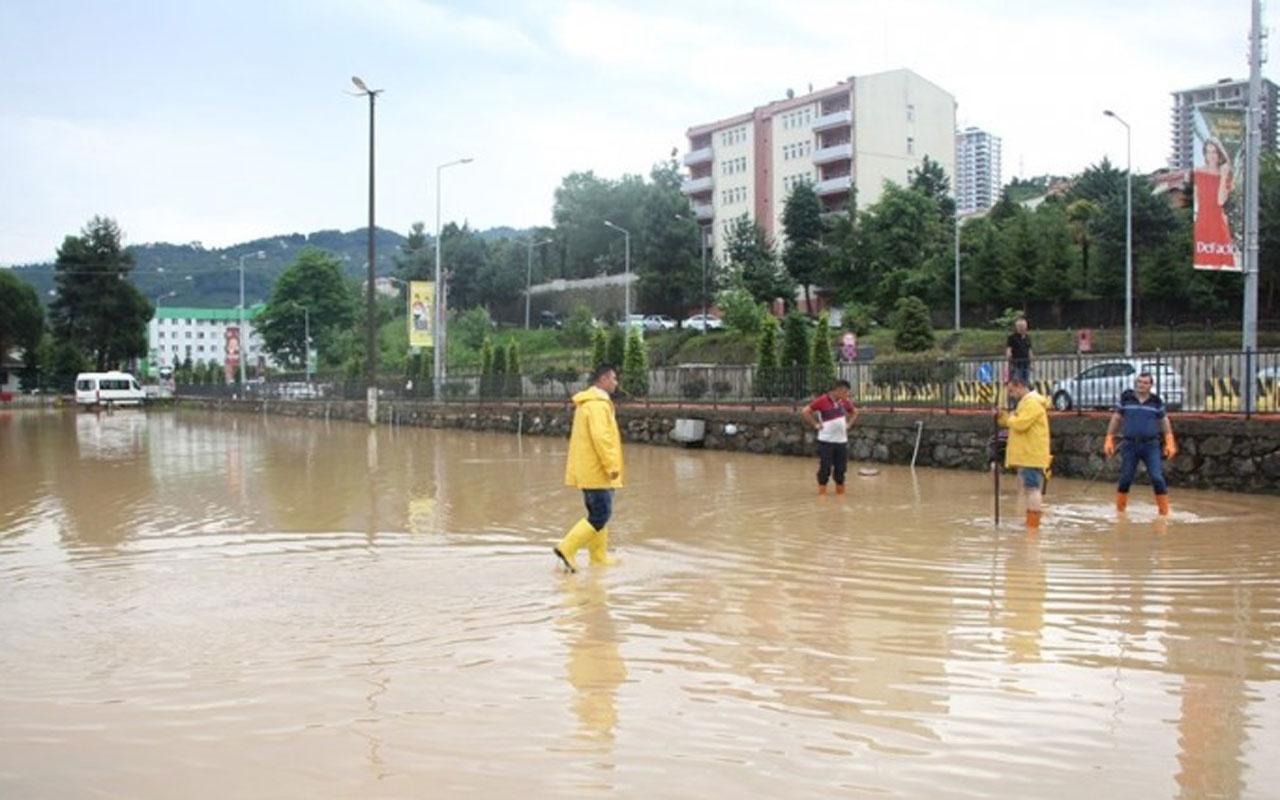 Meteoroloji uyarmıştı! İki kenti yağmur fena vurdu