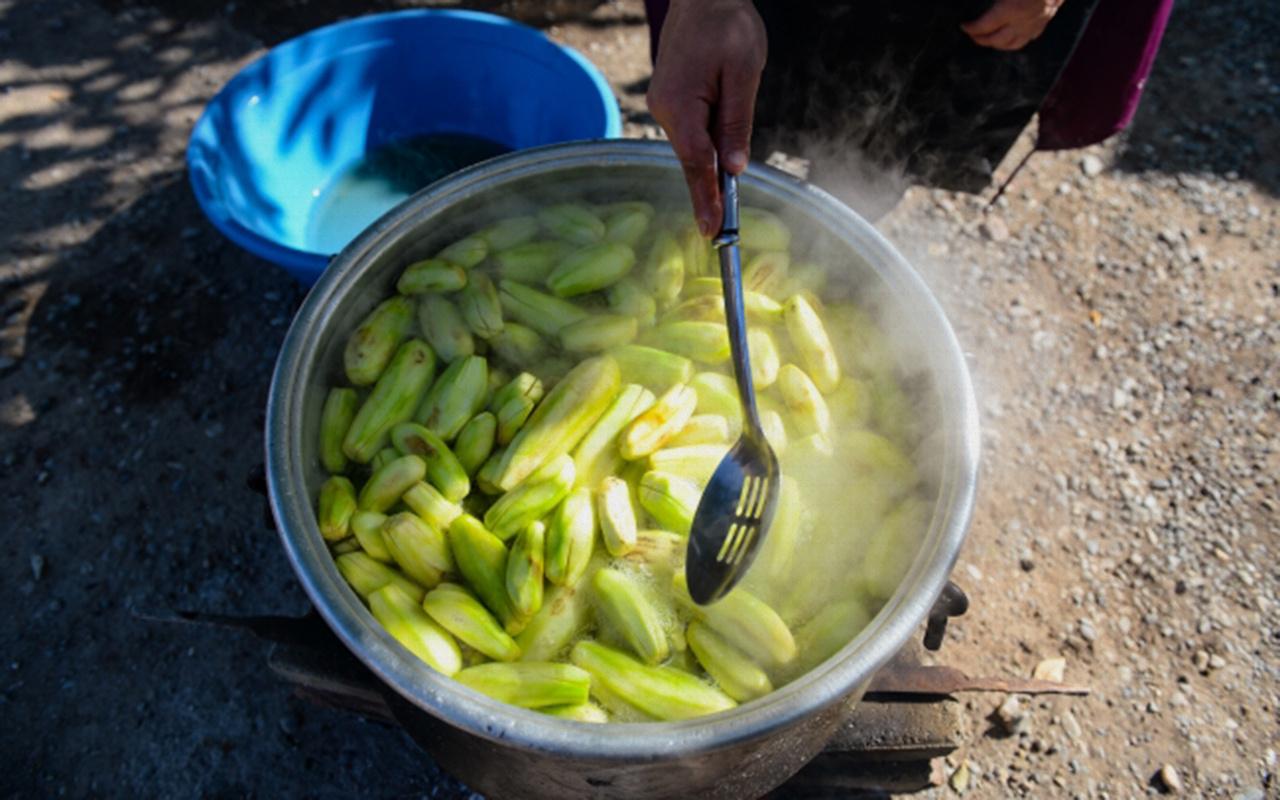 Patlıcanın en tatlı hali için kazanlar kaynadı